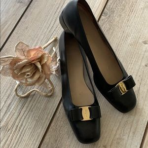 Beautiful Ferragamo black leather bow shoes